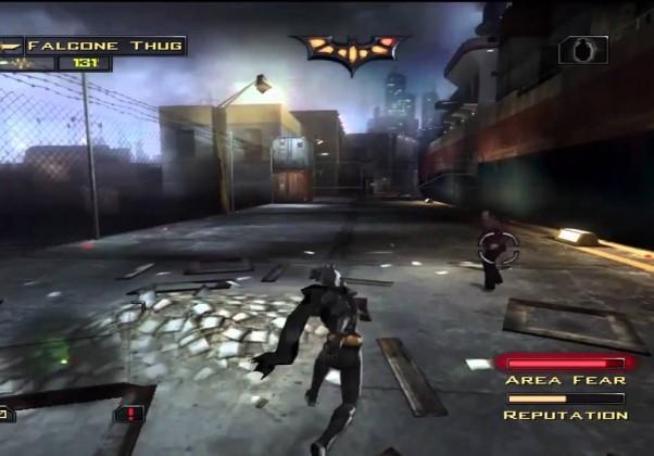 Batman Begins: Outra adaptação do cinema para os games, lançada em 2005. Não fez muito sucesso com o público, mas sua jogabilidade furtiva era um grande diferencial em relação aos títulos anteriores.