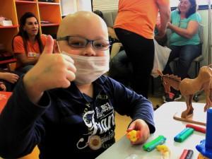 Hoje essas crianças vem ao hospital para brincar. A quimioterapia é só um pedacinho da tarde. Foto: Juliana Zanatta